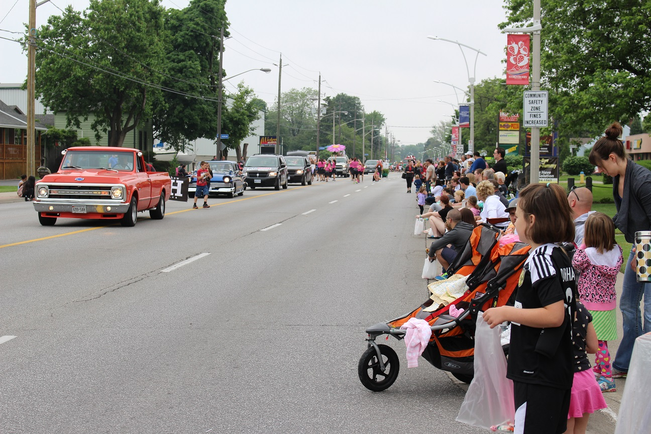 Road lined with residents at the Strawberry Fest Parade